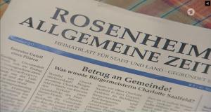 In der fiktiven Serie genügt ein anonymer Anruf bei der Presse für solche Artikel. Quelle: http://www.daserste.de/unterhaltung/soaps-telenovelas/sturm-der-liebe/videos/folge-2370-das-darts-turnier-100.html