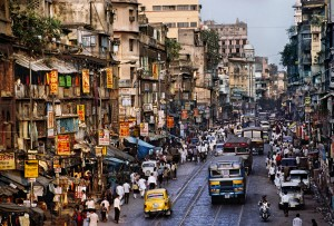 00084_15, Calcutta, India, 1996, INDIA-10491NF2. A busy street scene in Calcutta, India. Book_The Unguarded Moment retouched_Sonny Fabbri